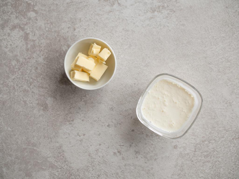 masło i ciepła śmietanka kremówka