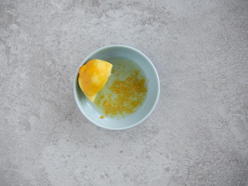 sok i skórka  z cytryny