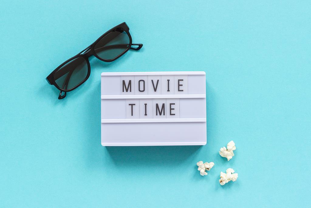 Okulary i napis czas na film