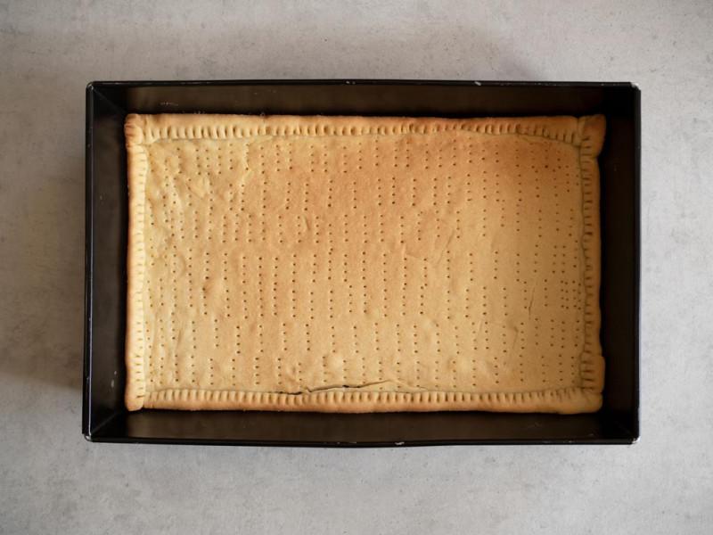 upieczony spód kruchego ciasta