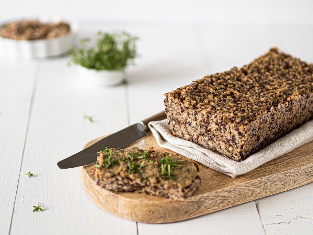 Prosty chleb z kaszą jaglaną i siemieniem lnianym bez glutenu - Wszystkiego Słodkiego