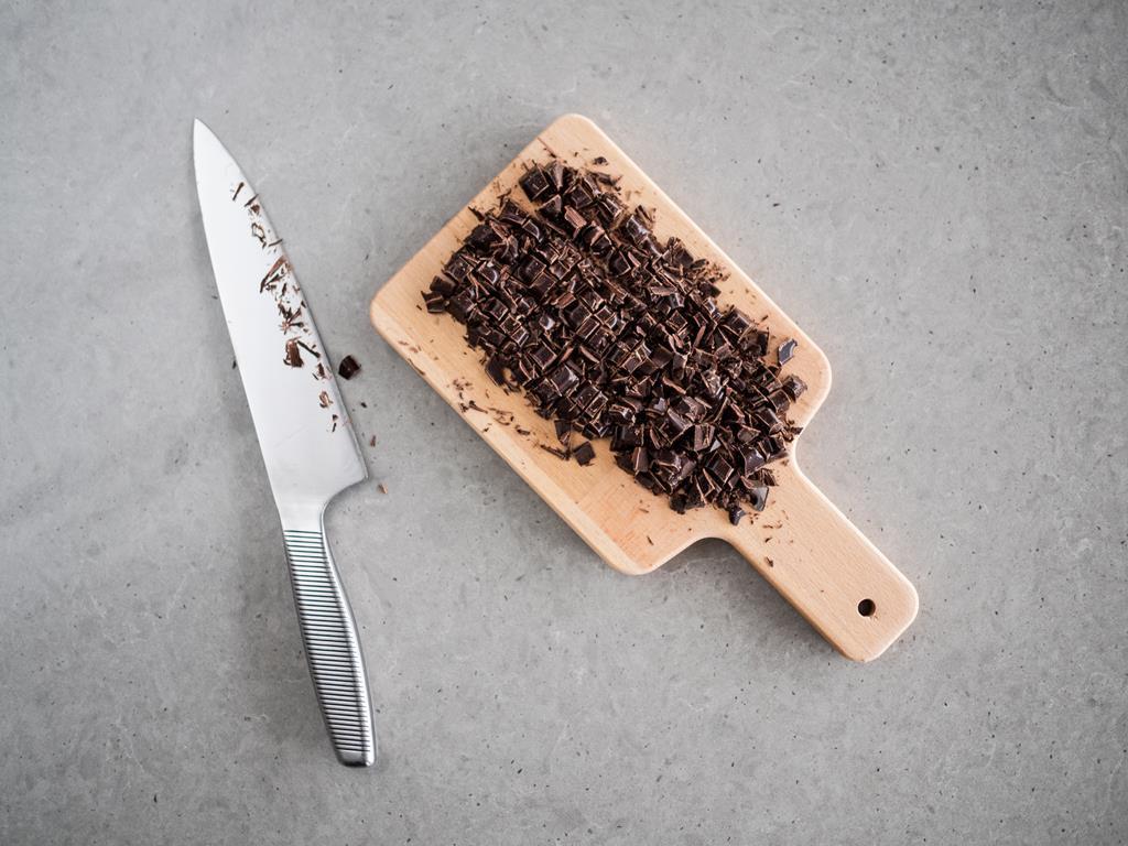 gorzka czekolada posiekana na kawałki