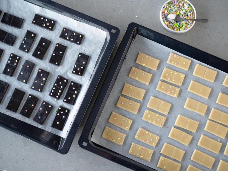 ciasteczka domino z ekstraktem z wanilią i czarnym kakao Dr. Oetkera