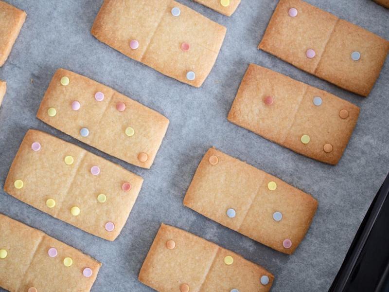 ciasteczka domino z cukrową posypką konfetti Dr. Oetkera