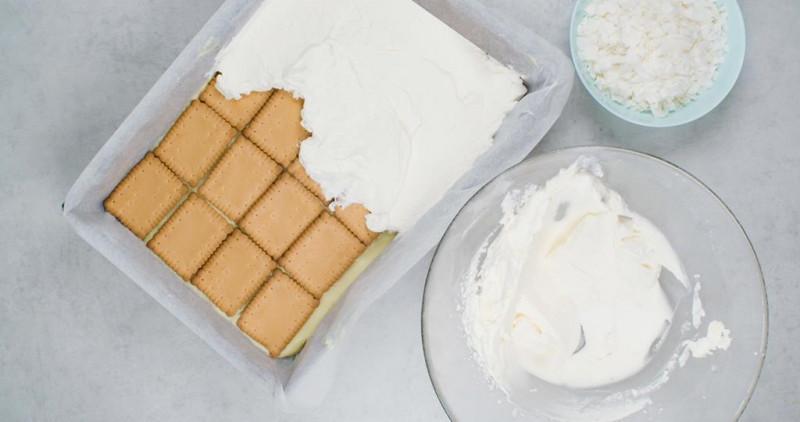 ciasto na herbatnikach bez pieczenia z bitą śmietaną