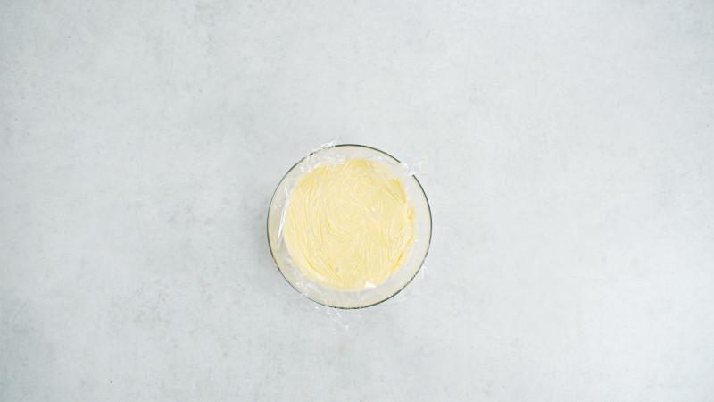 w misce przykryty filią spożywczą budyń