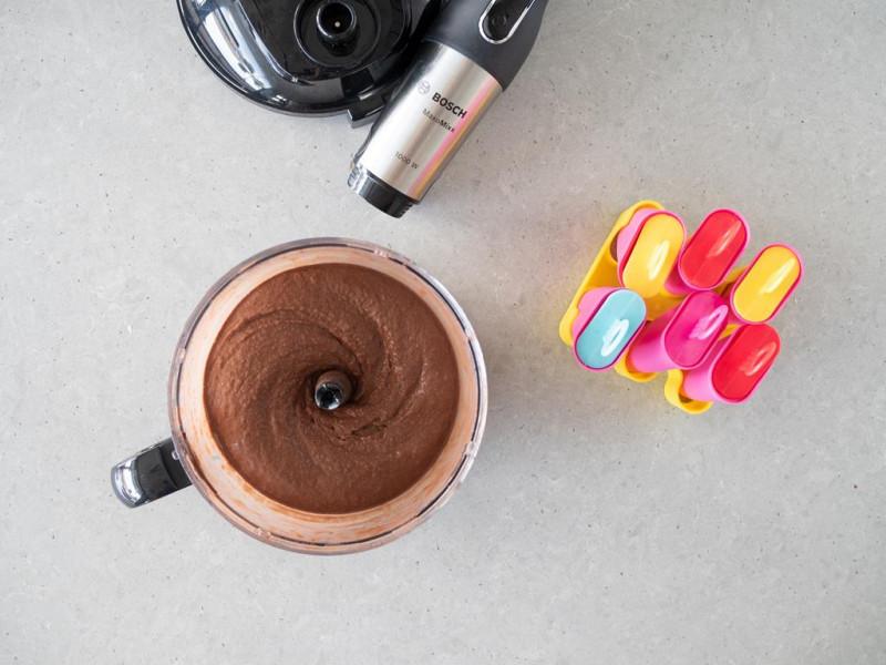 Zmrożone lody zblendowane w malakserze blendera Bosch Maxomixx.