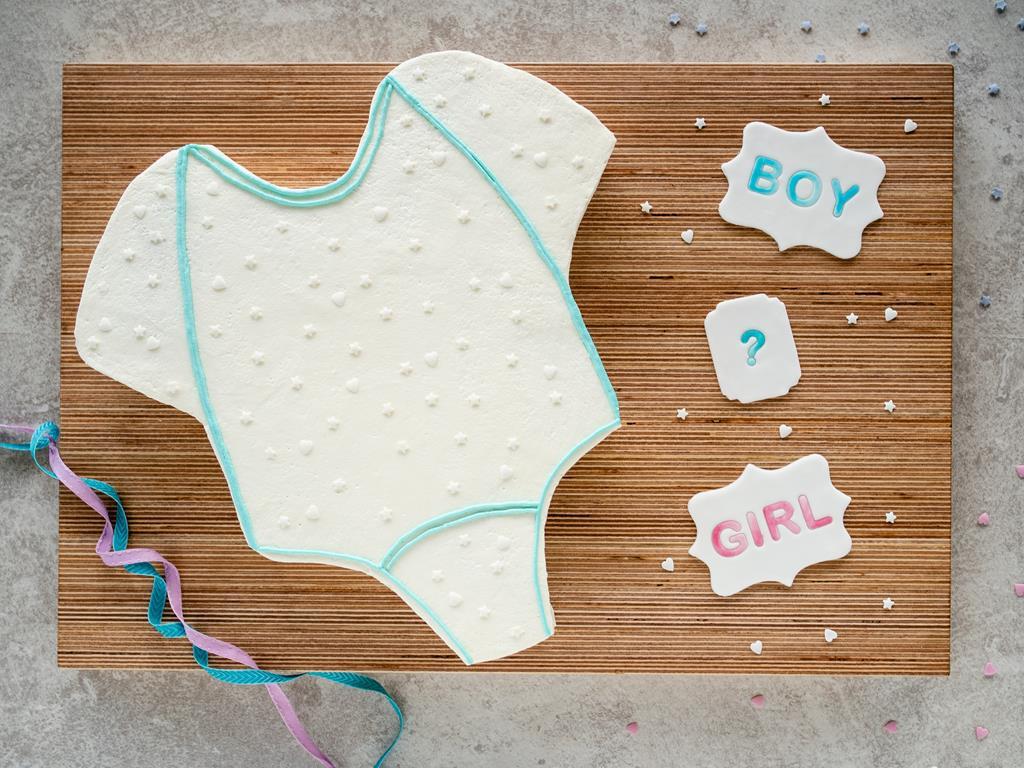 tort na baby shower z malinami i borówkami bez masy cukrowej - Wszystkiego Słodkiego