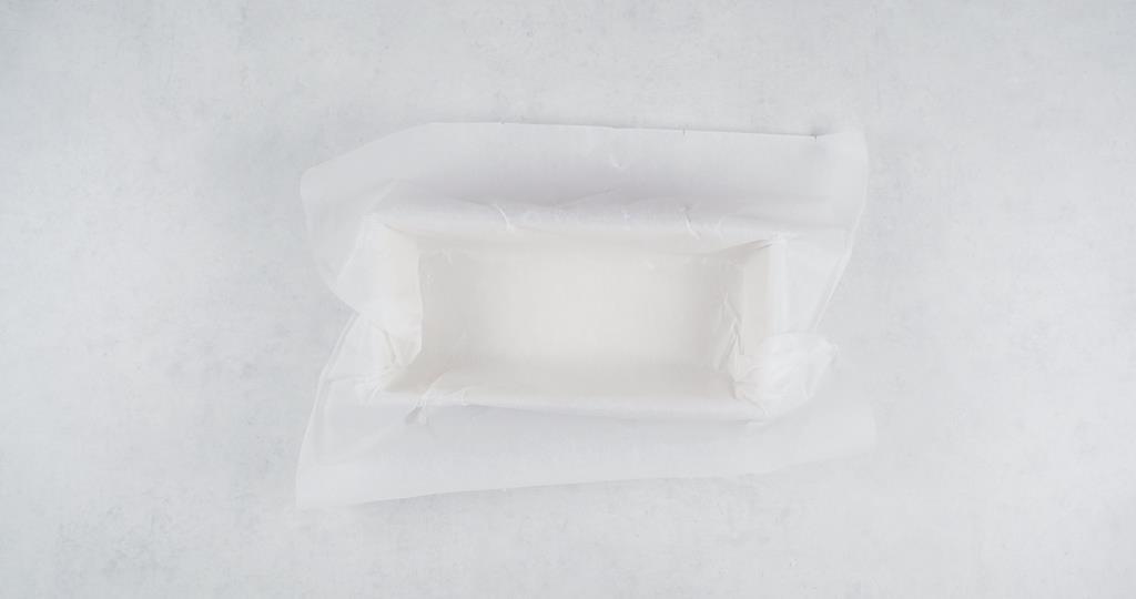 Keksówka wyłożona papierem do pieczenia