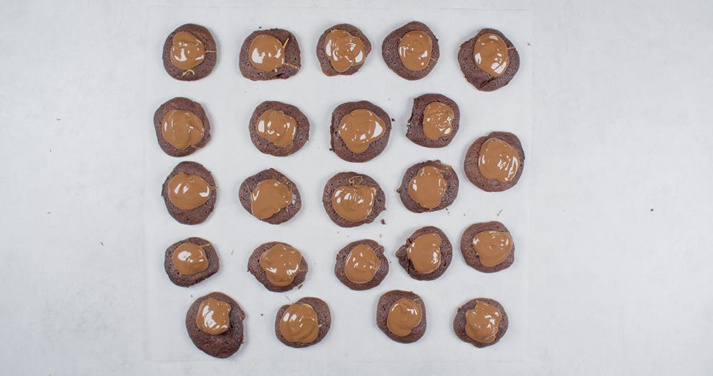 Ciastka czekoladowe oblane czekoladą