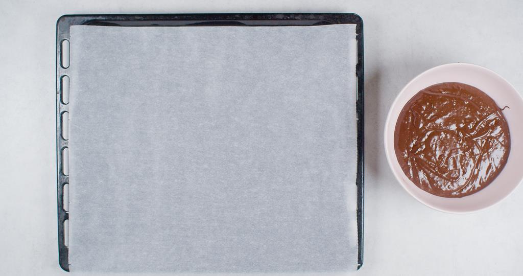 Blaszka wyłożona papierem do pieczenia