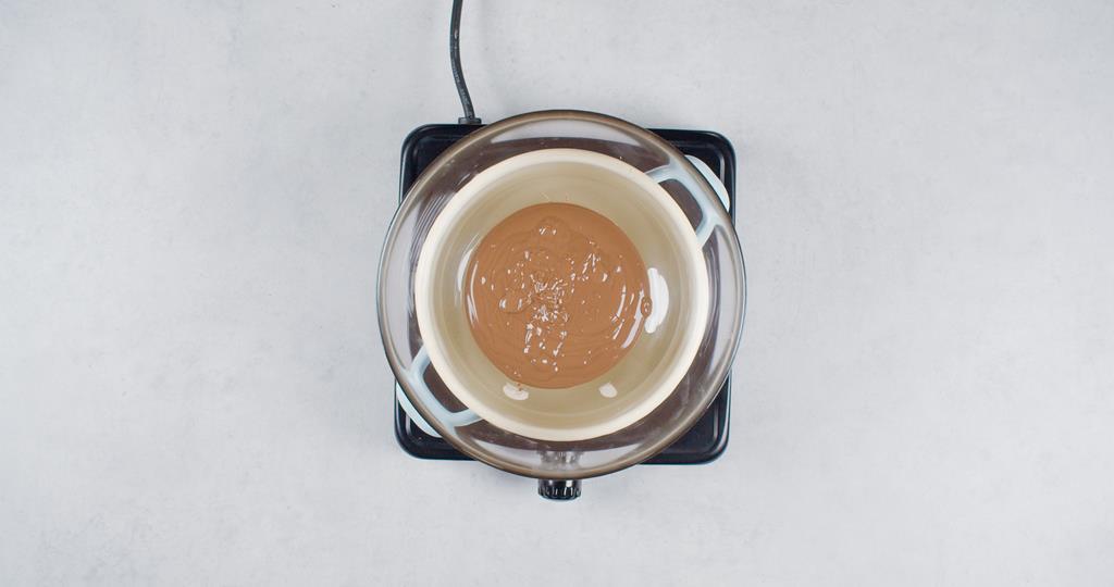 Rozpuszczona czekolada w kąpieli wodnej