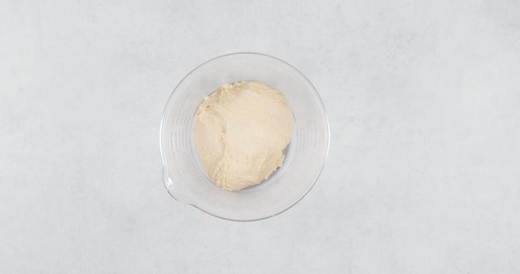 Ciasto uformowane w kulkę