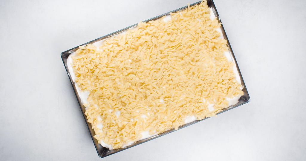 Przygotowany sernik przed pieczeniem