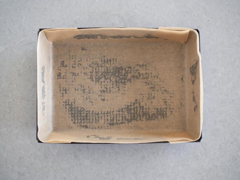 forma do pieczenia 25x38 cm wyłożona papierem do pieczenia