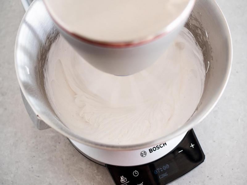 piana z białek ubita w robocie kuchennym Bosch OptiMUM MUM9BX5S65