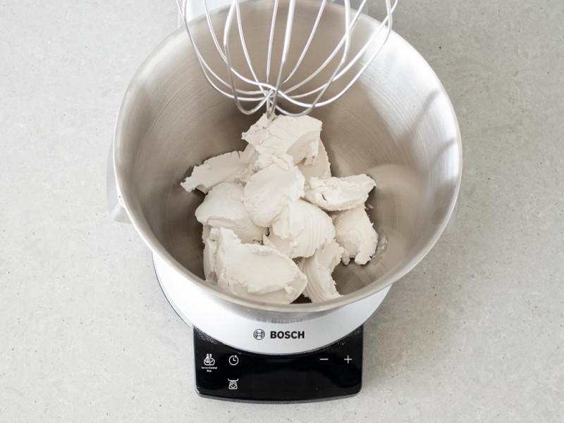 Śmietanka kokosowa w misie robota kuchennego firmy Bosch,