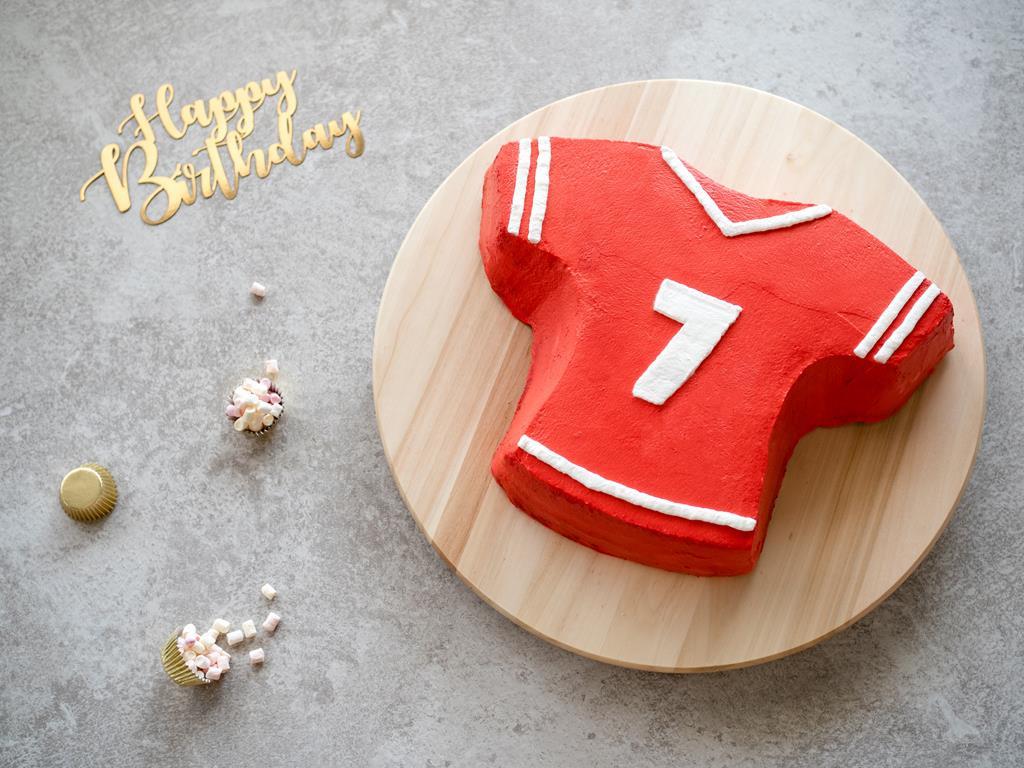 tort urodzinowy dla sportowca koszulka - Wszystkiego Słodkiego