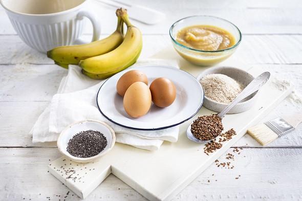 Zastępniki jajek w ciastach i deserach - siemię lniane, banany, przecier jabłkowy, chia i łupiny babki jajowatej - Wszystkiego Słodkiego