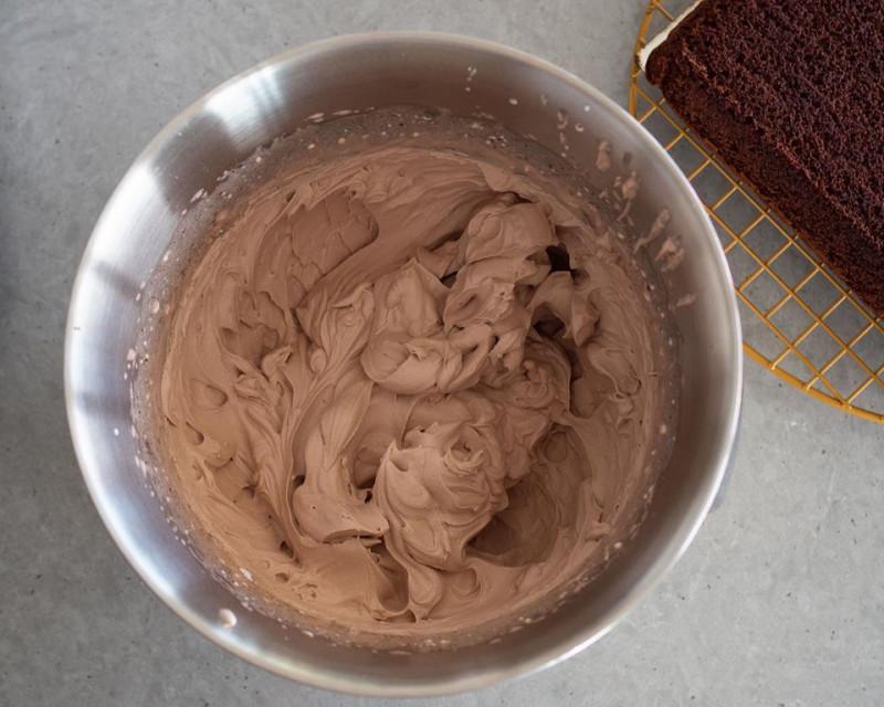 w misie ubity krem czekoladowy