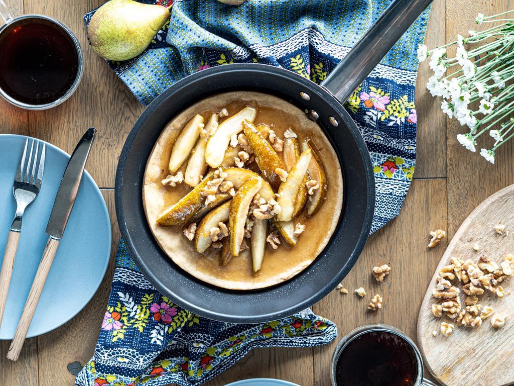 wegański omlet z tofu na słodko z gruszkami i orzechami włoskimi - Wszystkiego Słodkiego