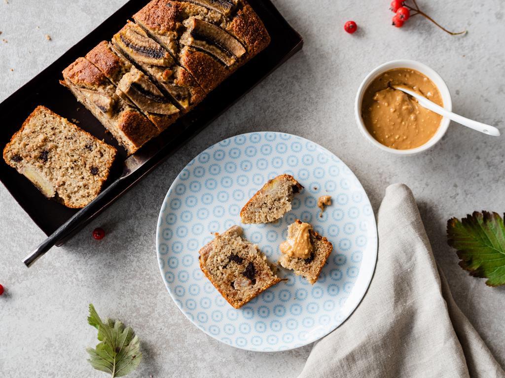 bezglutenowy chlebek bananowy z czekoladą i masłem orzechowym - Wszystkiego Słodkiego