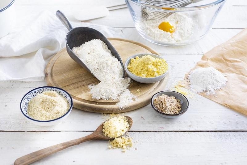 Zamienniki mąki pszennej w cieście - mąka migdałowa, kukurydziana, jaglana, ryżowa