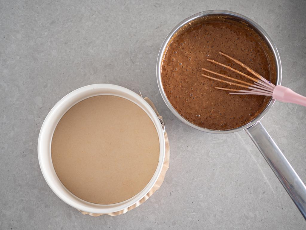 foremka i ciasto w rondelku