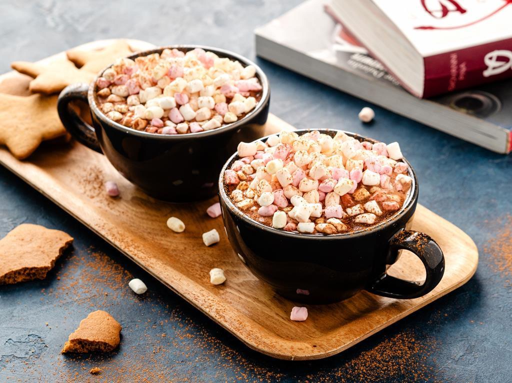 gorąca czekolada z piankami i cynamonem - Wszystkiego Słodkiego