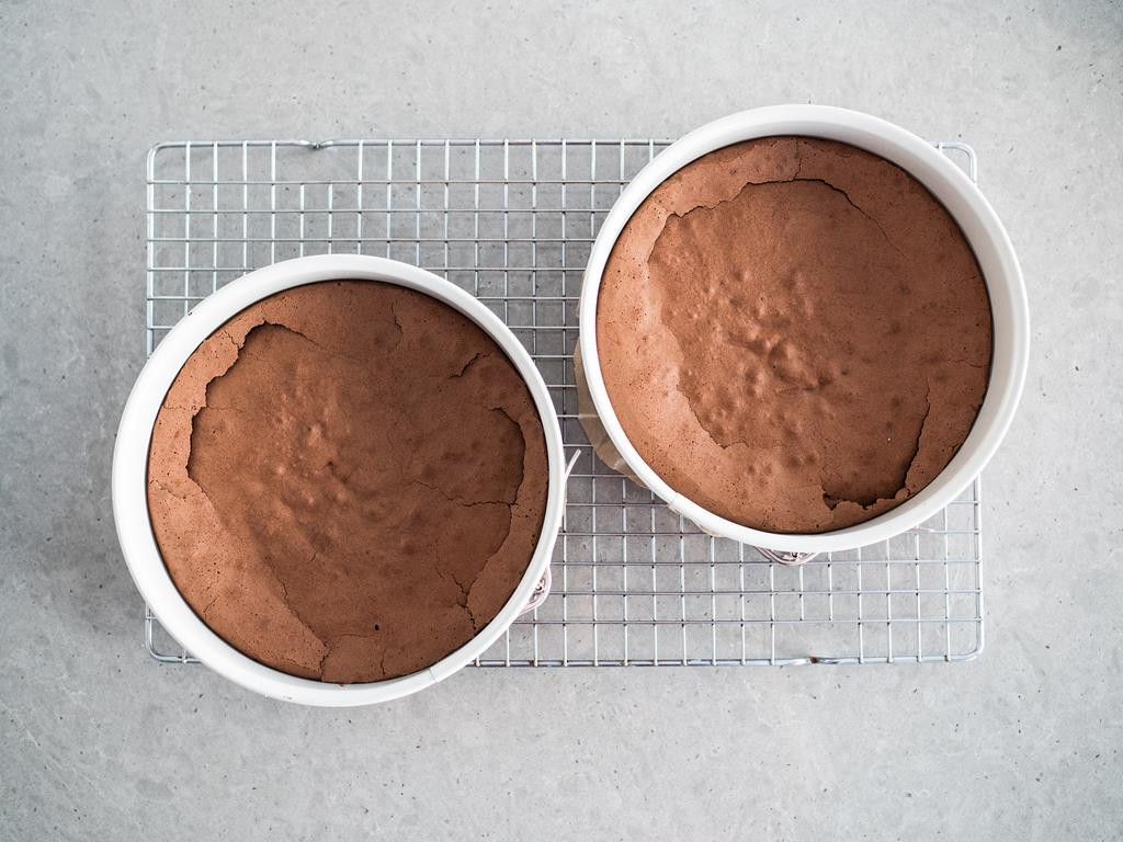gotowe blaty czekoladowe w tortownicach Retro