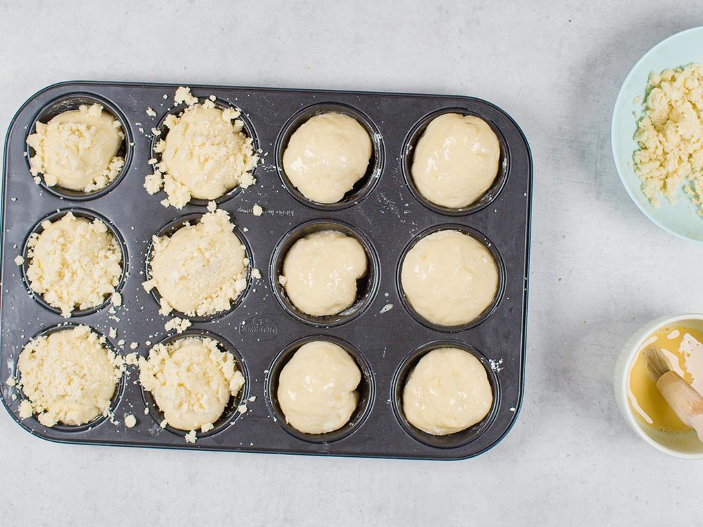 Wyrośnięte ciasto drożdżowe na babeczki