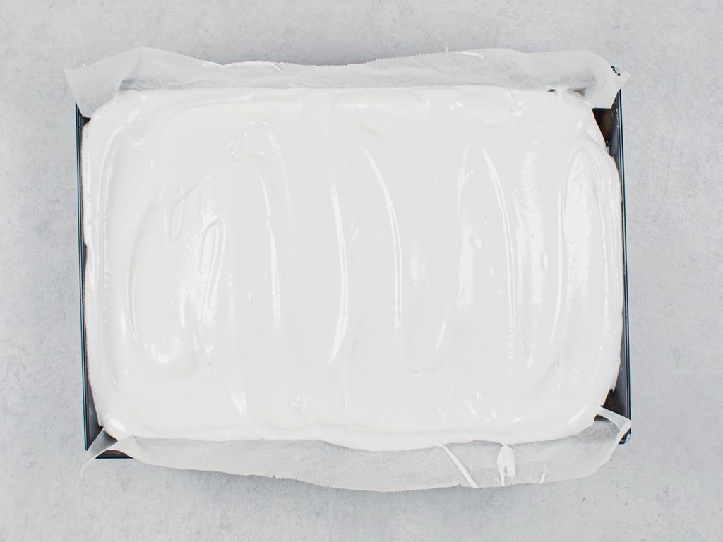 sernik z beza w formie do pieczenia