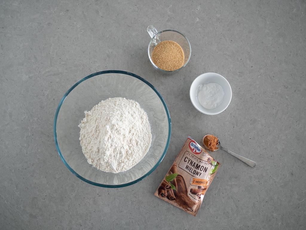 mąka orkiszowa,cukier brązowy,soda, proszek do pieczenia, cynamon Dr. Oetkera