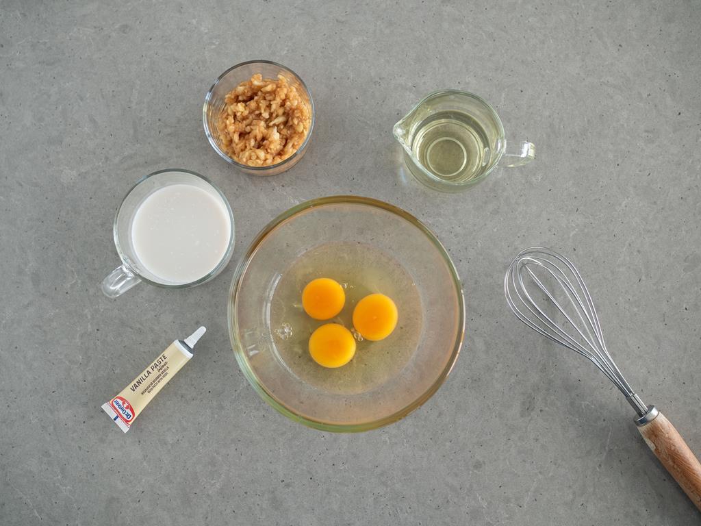 jajka,jabłko, olej, mleko migdałowe, pasta waniliowa Dr. Oetkera