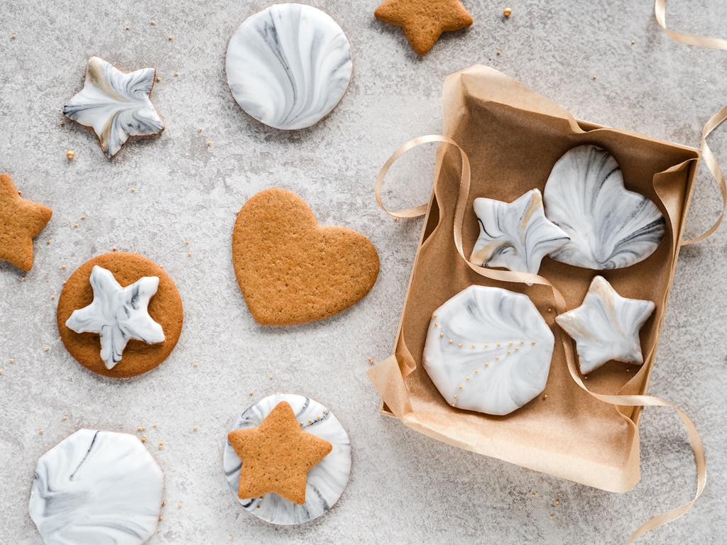 lukrowanie ciasteczek - jak zrobić wzór marmuru z lukru? - Wszystkiego Słodkiego