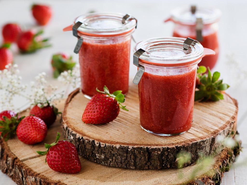 Dżem truskawkowy z rabarbarem i żelfixem - Wszystkiego Słodkiego