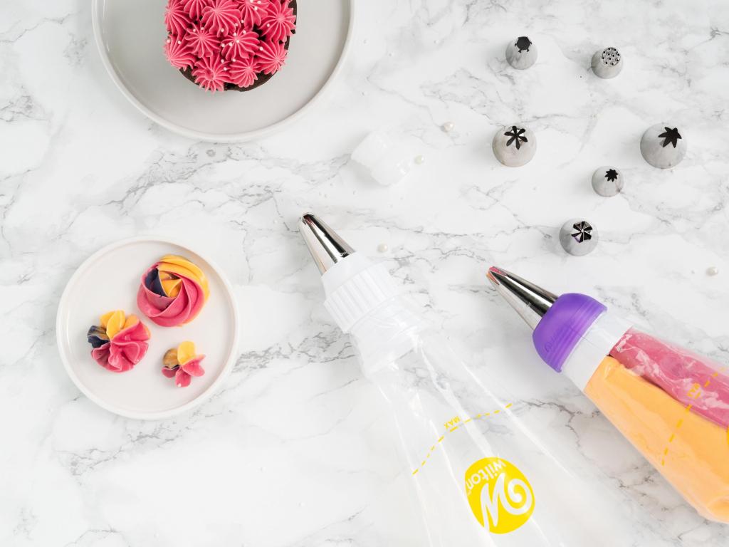 tyki, worki cukiernicze i adaptery Wilton do dekorowania kremem - Wszystkiego Słodkiego